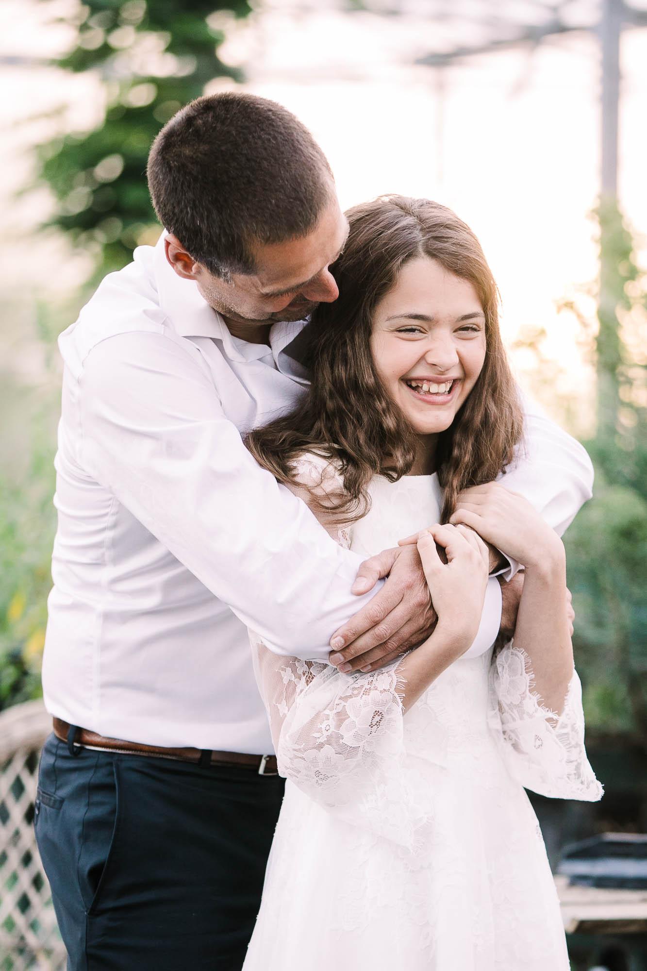 Far og datter til konfirmationsfotografering