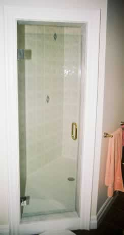 euro_door_with_contrast_hinges_and_handle.jpg