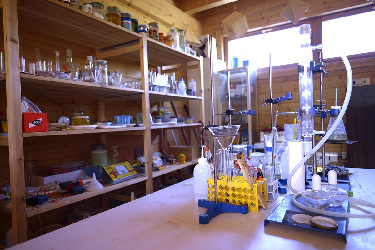 El laboratorio donde se da un taller de química.