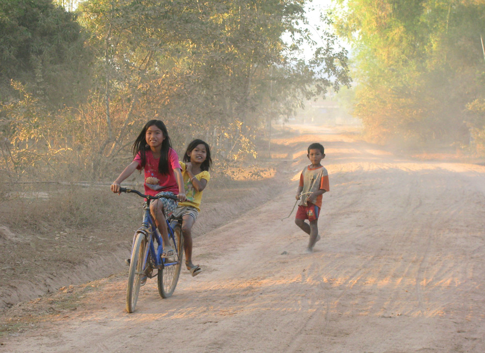 Fun on dusty road , por  Charles Pieters .  CC-BY-NC-ND