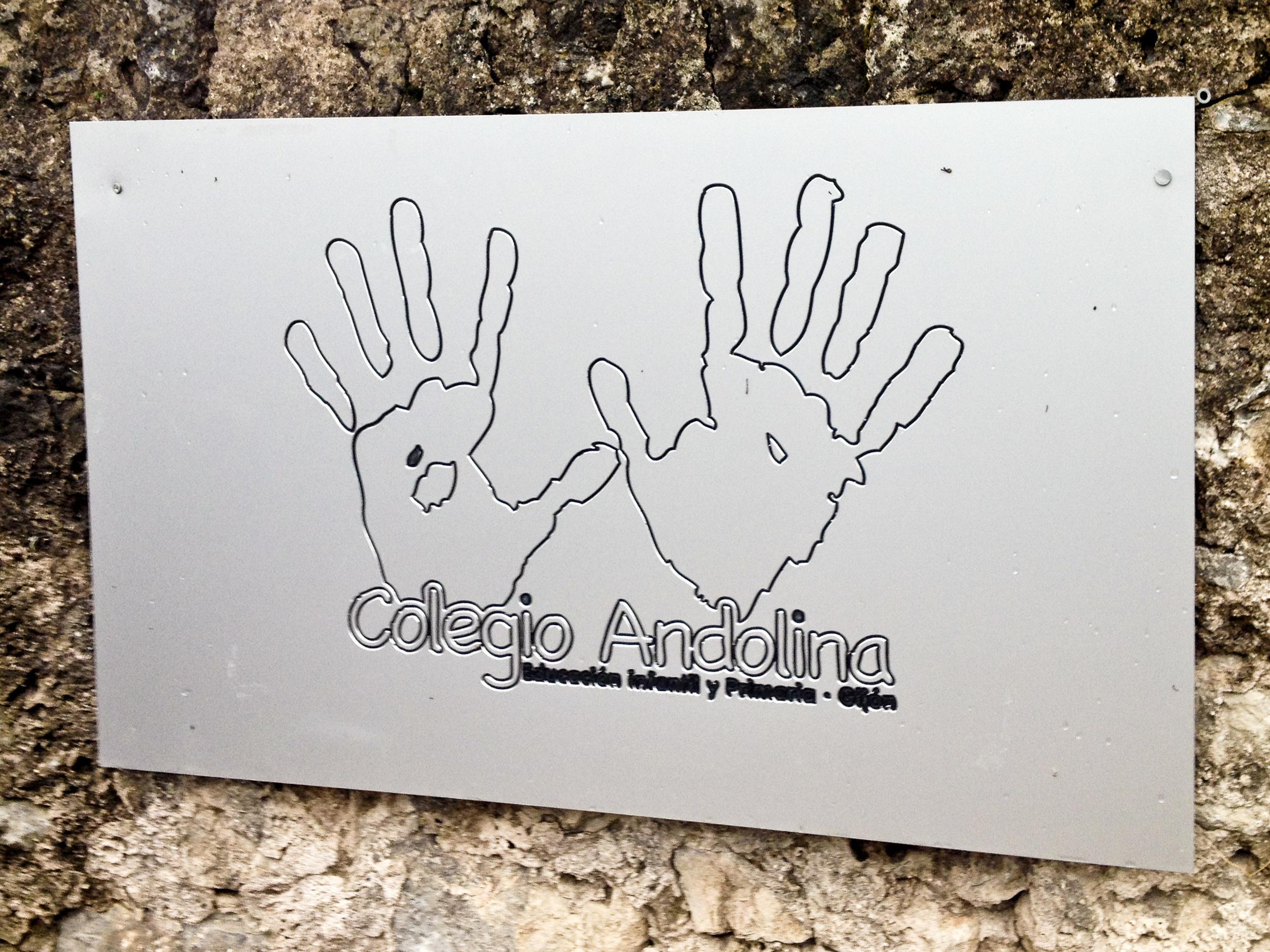 Cartel de entrada del Colegio Andolina
