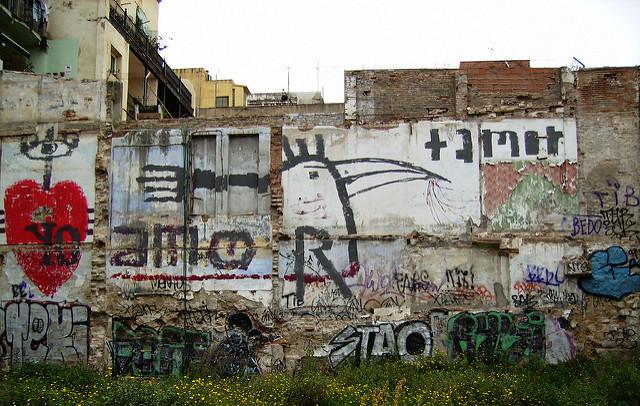 + amor,  por rebecapaz, CC BY-NC-SA 2.0 .