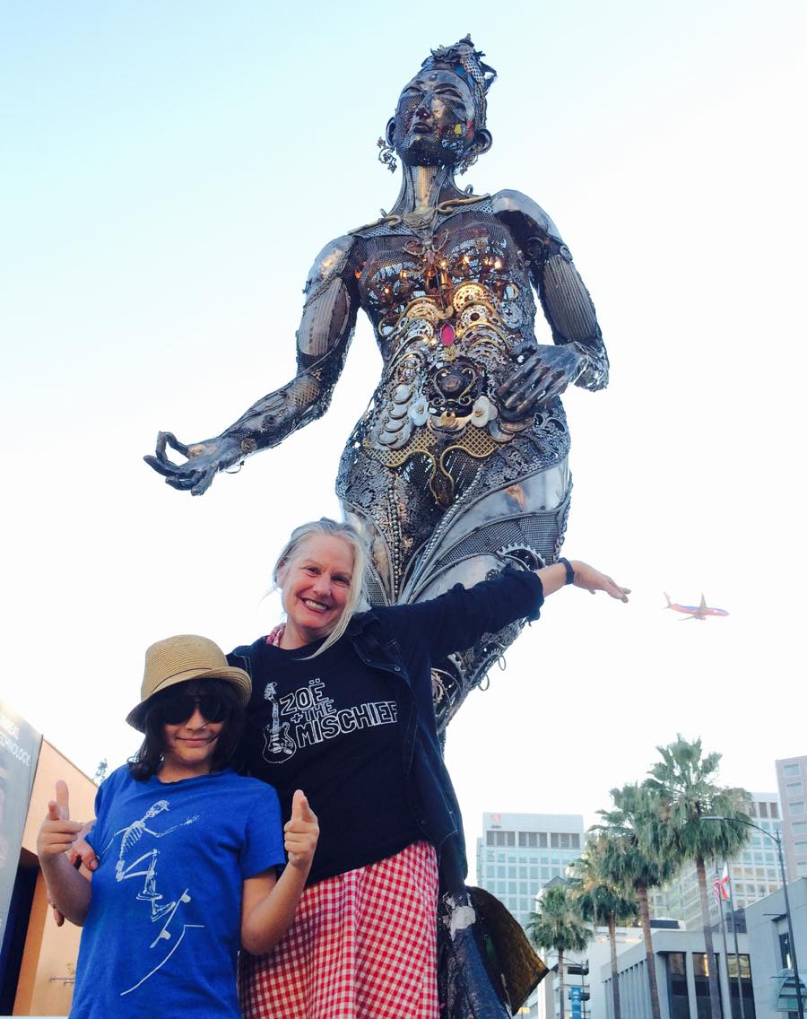 Mio, Dana & an Airplane