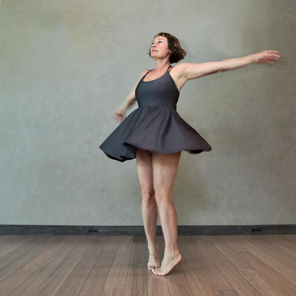 AUTHENTIC MOVEMENT&DANCE -