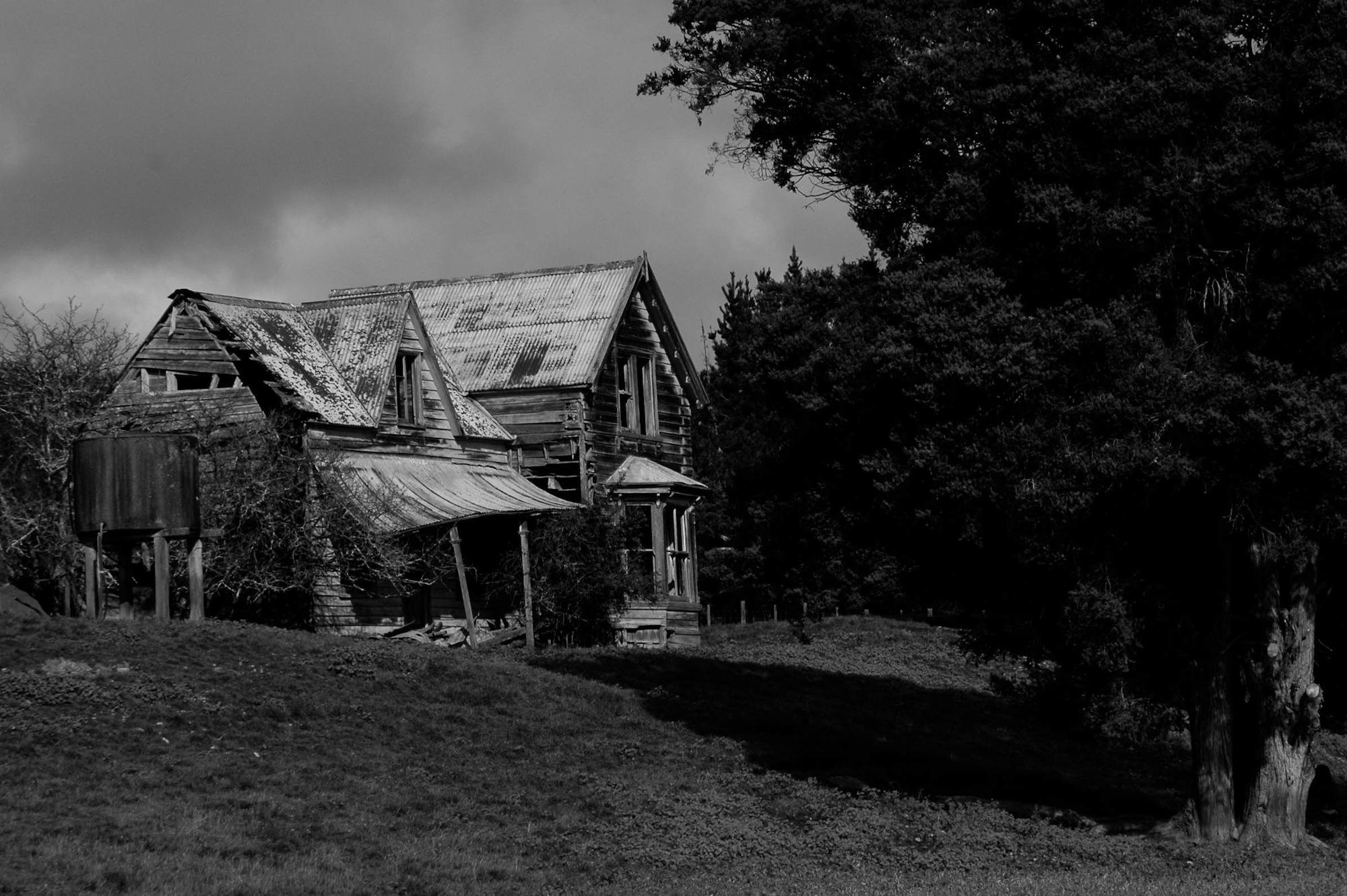 abandoned_house_new zealand_ben_howe_3.jpg