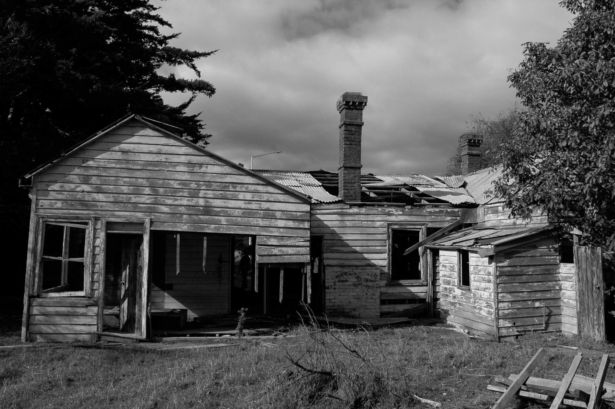 abandoned_house_new zealand_ben_howe_5.jpg