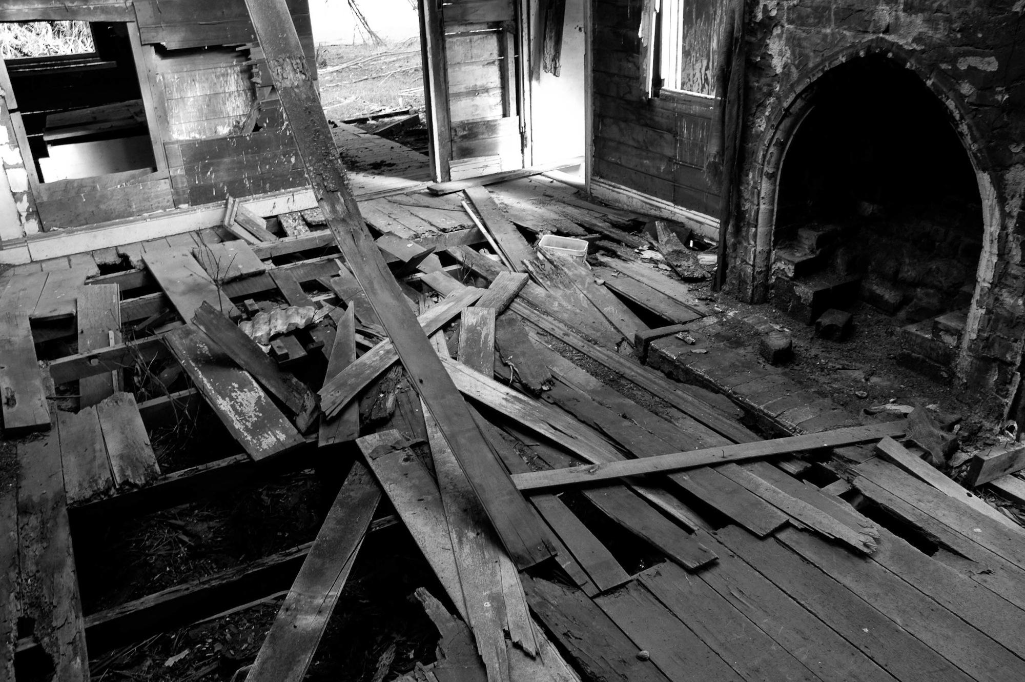 abandoned_house_new zealand_ben_howe_7.jpg