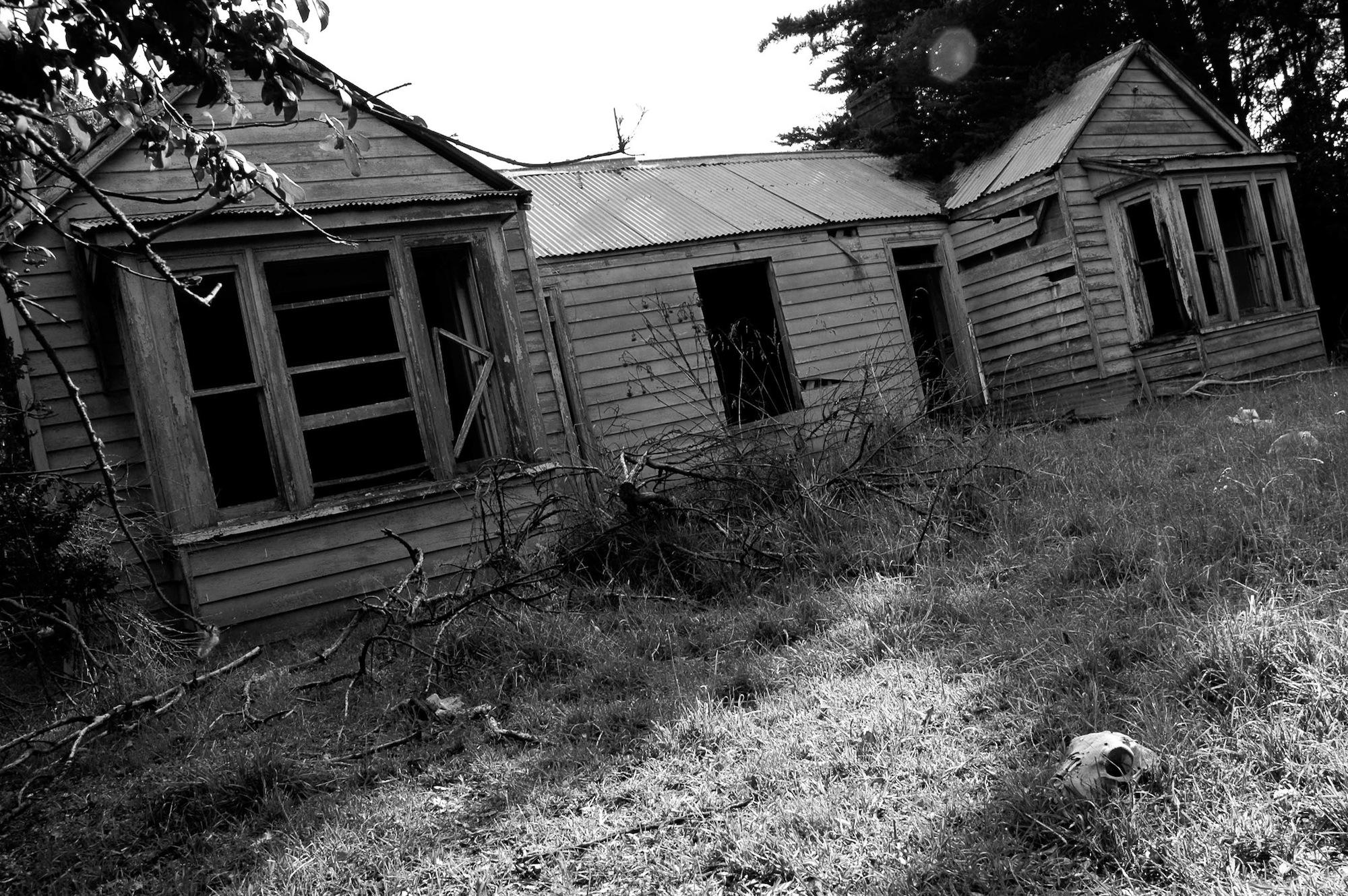 abandoned_house_new zealand_ben_howe_8.jpg