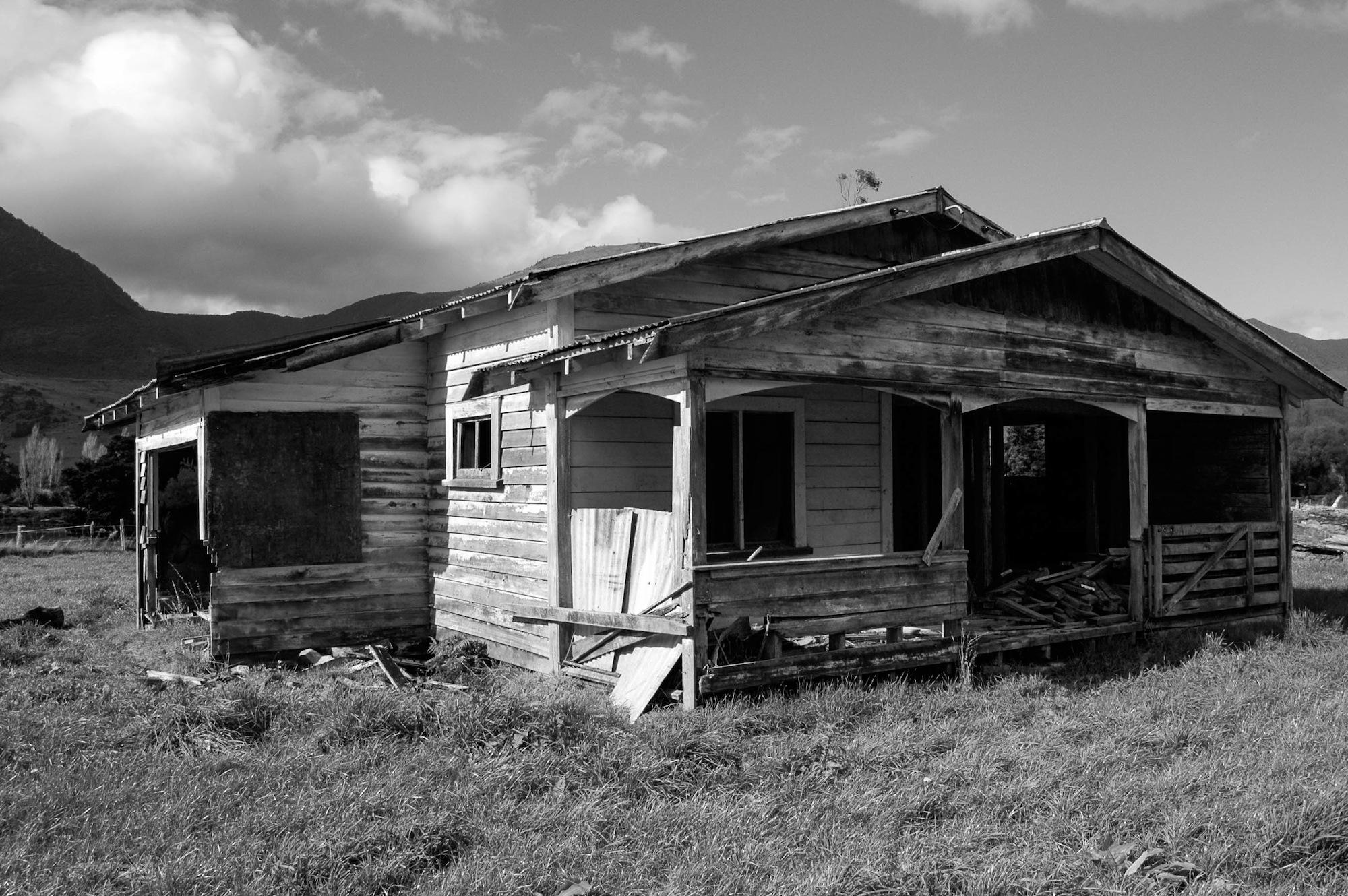 abandoned_house_new zealand_ben_howe_6.jpg