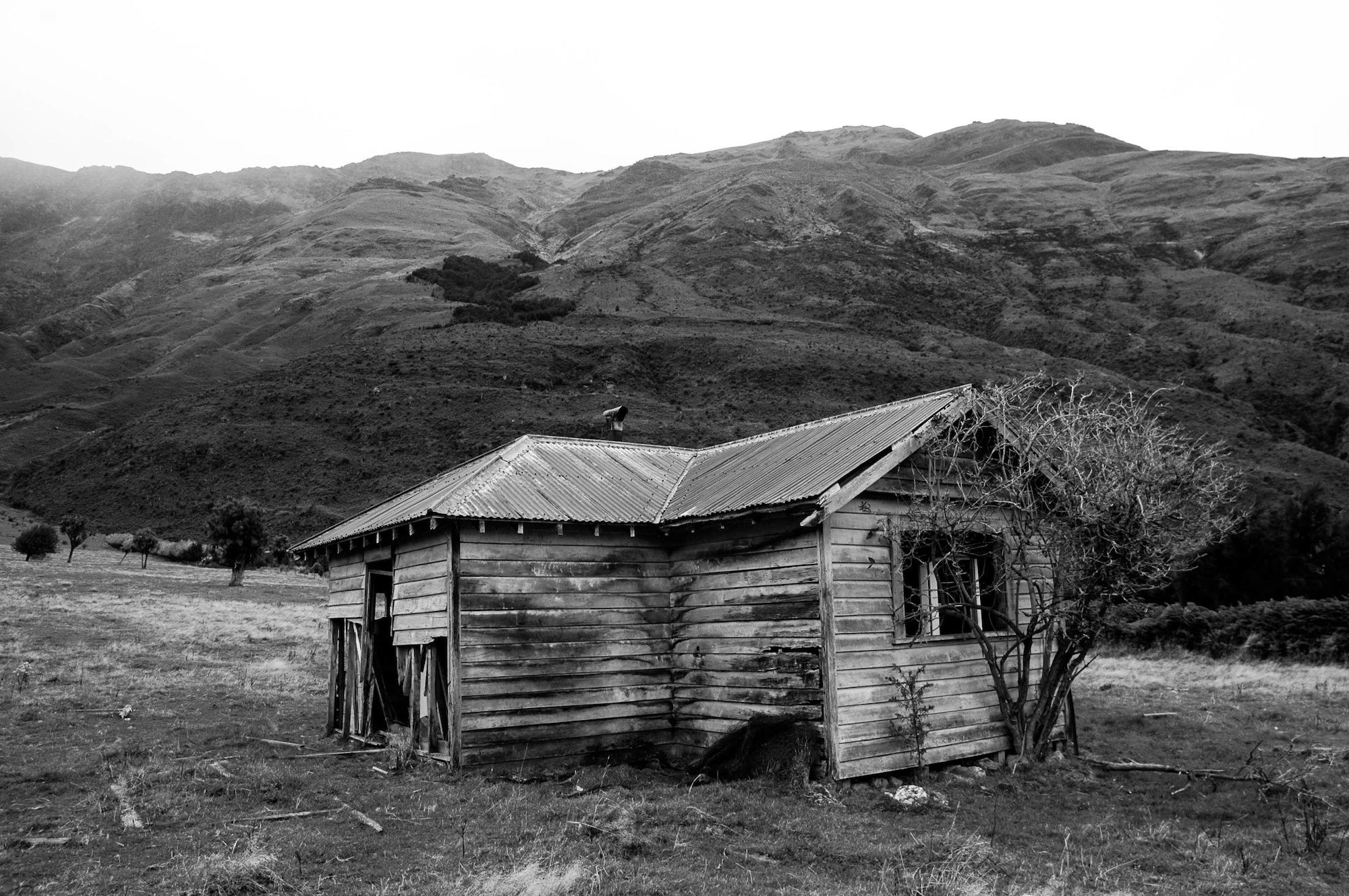 abandoned_house_new zealand_ben_howe_11.jpg