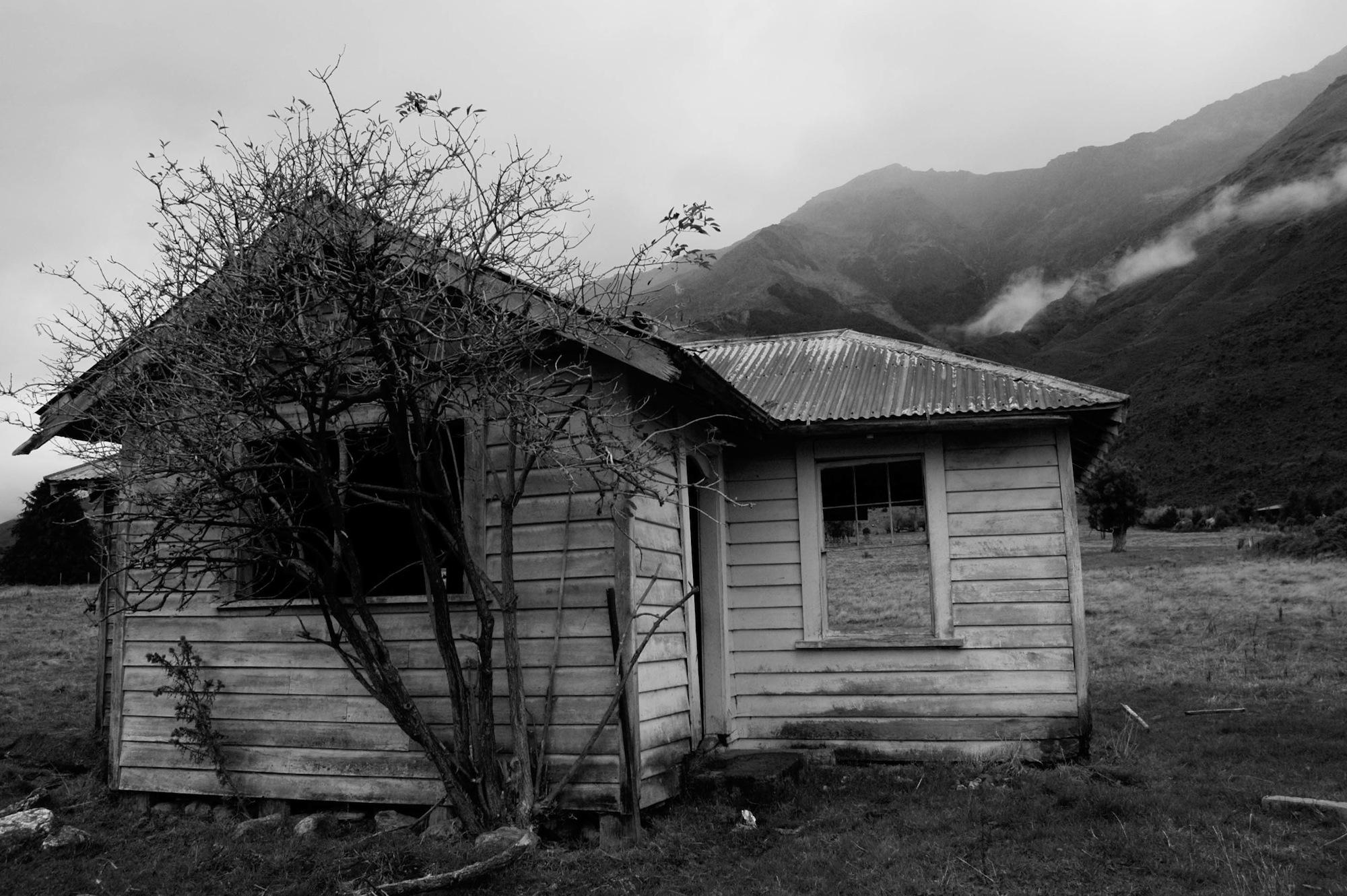 abandoned_house_new zealand_ben_howe_13.jpg