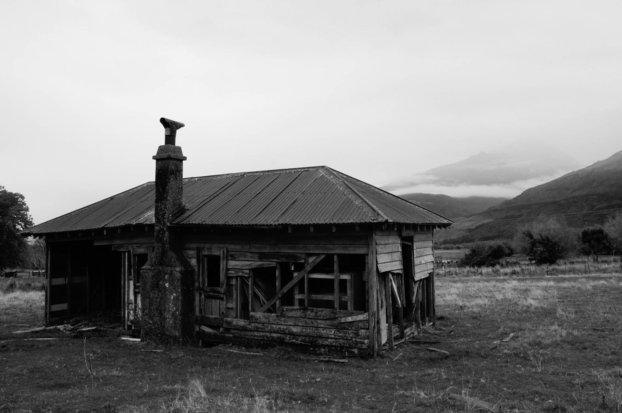 abandoned_house_new zealand_ben_howe_12.jpg