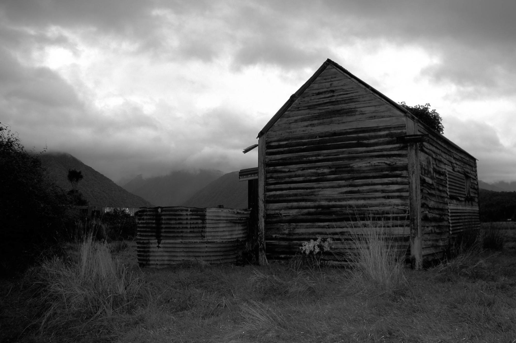 abandoned_house_new zealand_ben_howe_16.jpg