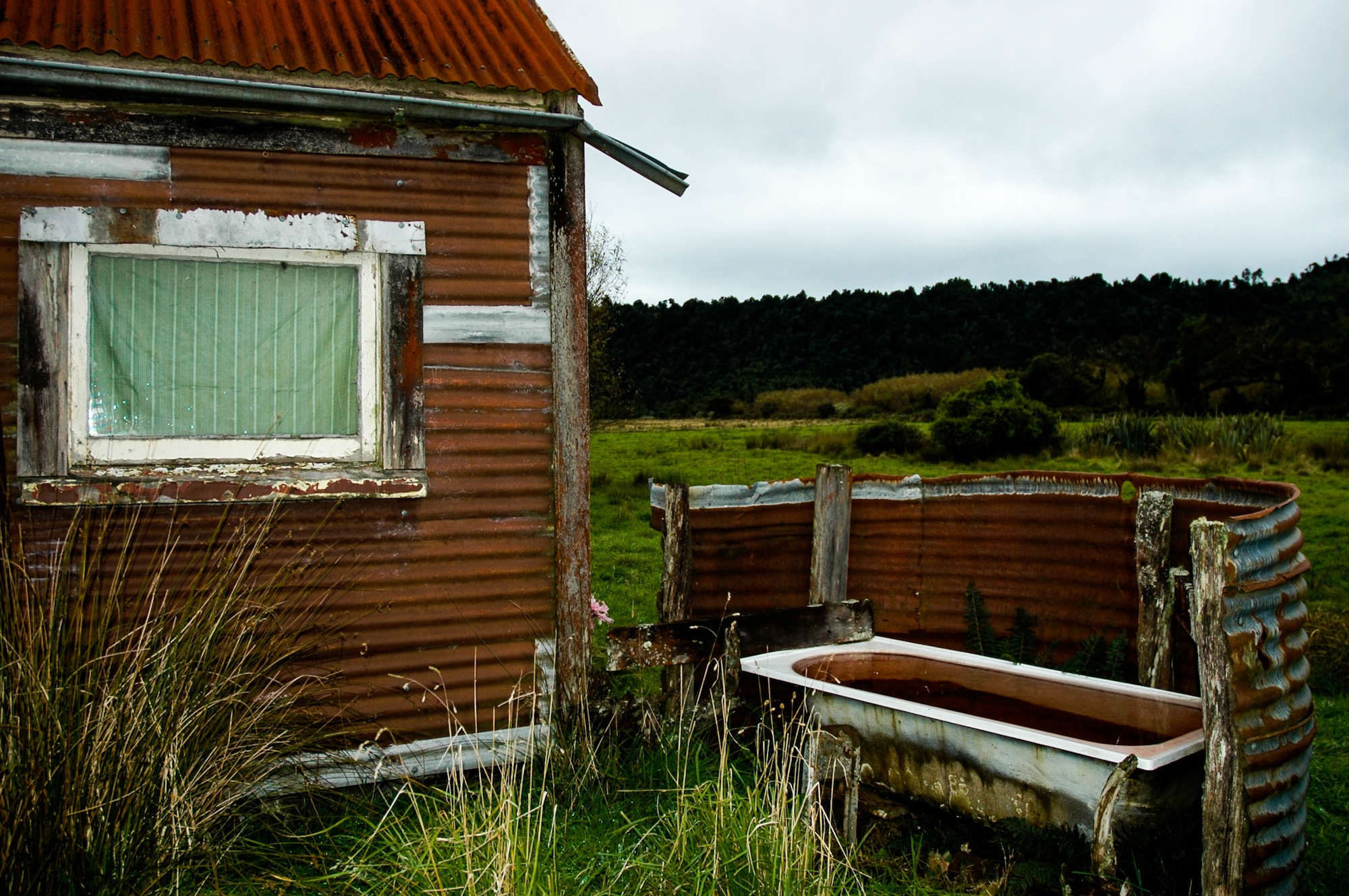 abandoned_house_new zealand_ben_howe_15.jpg