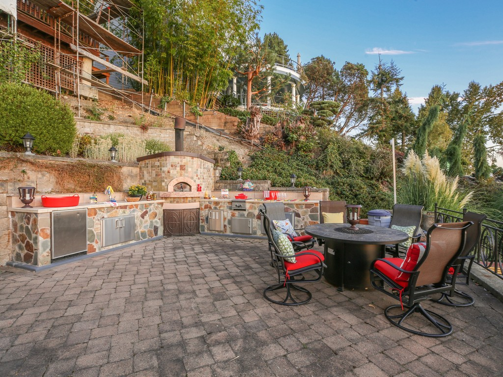 #7 Patio with Full Outdoor Kitchen.jpg