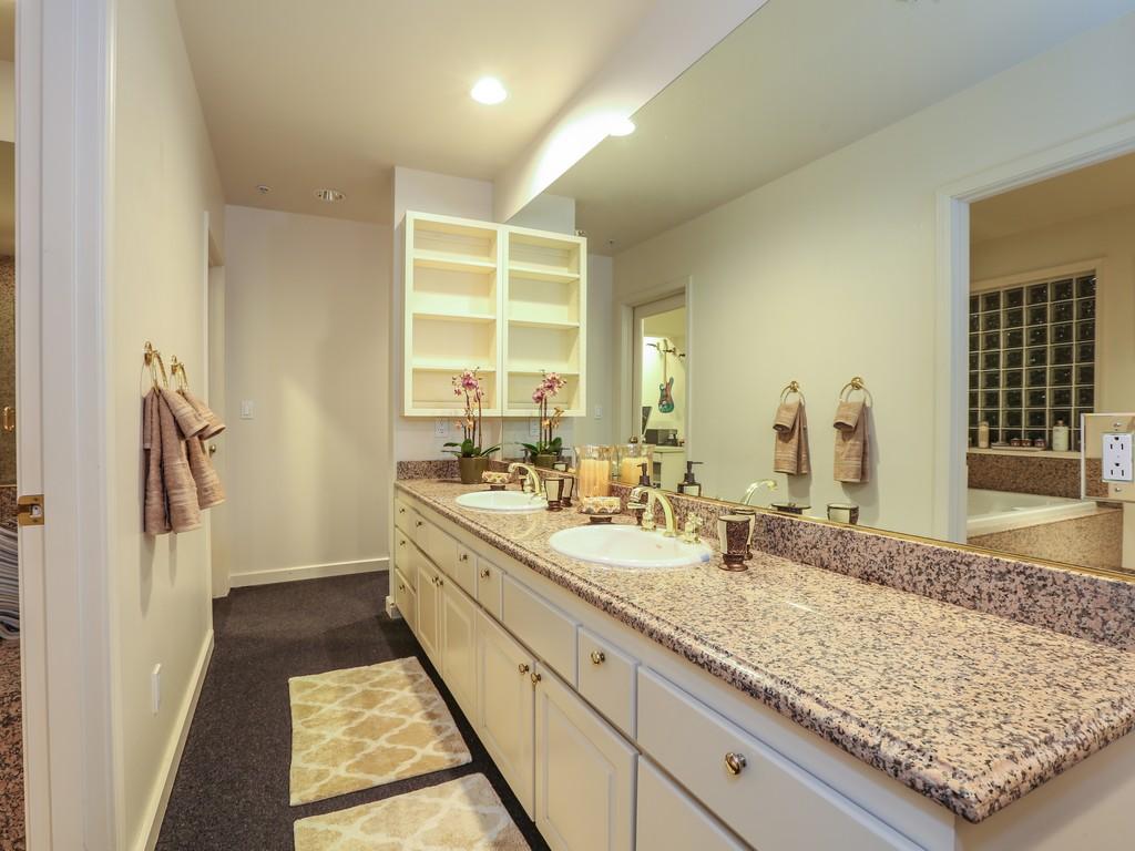 #22 Mstr Bath Dbl Sinks.jpg