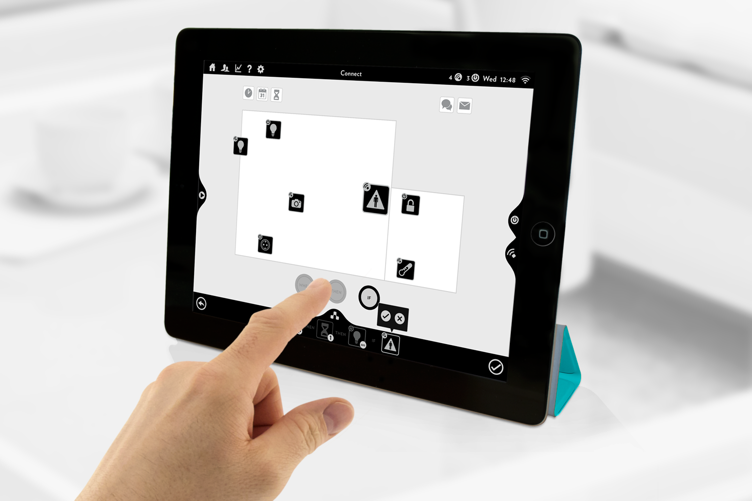 Tablet_with_hand2.png