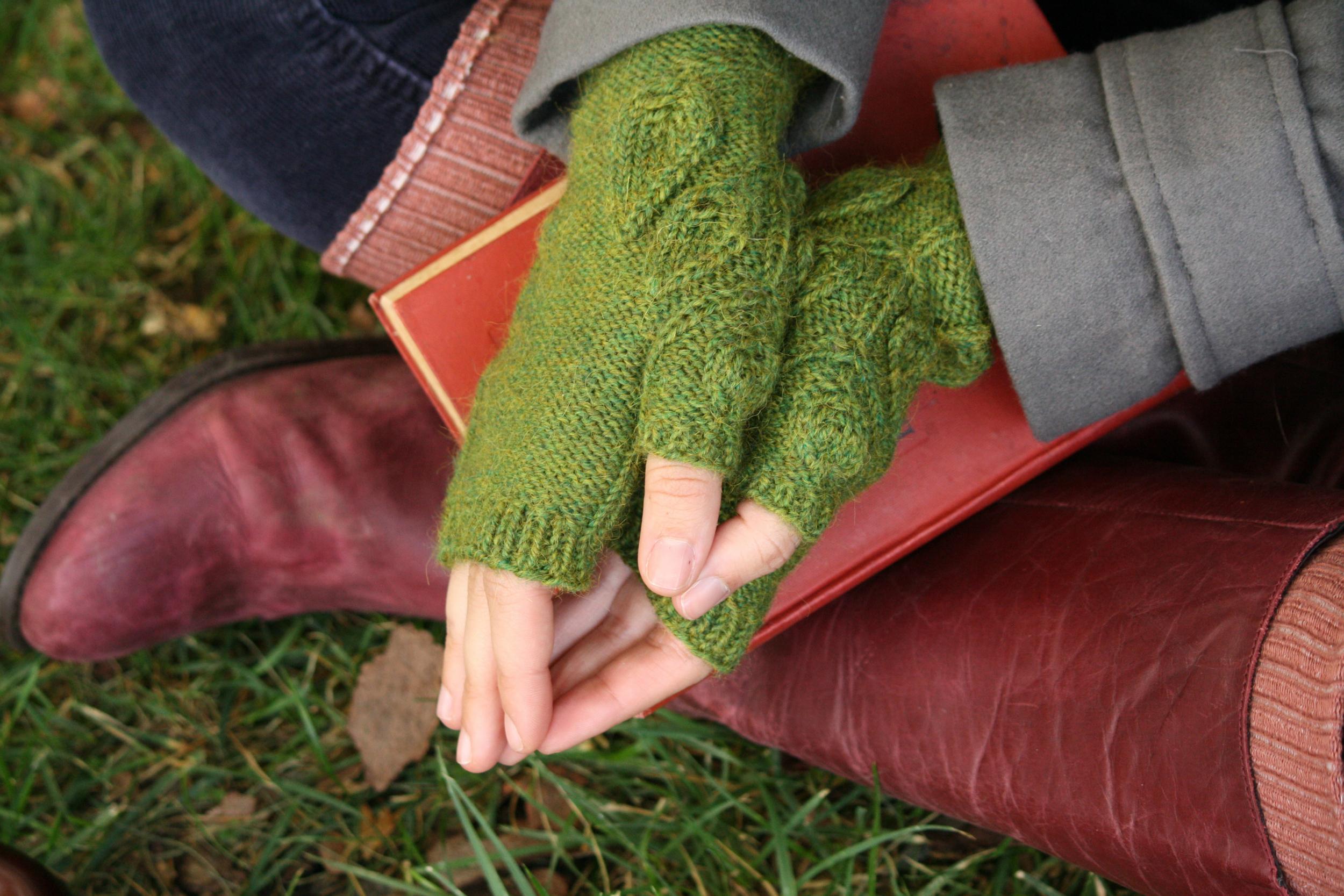 Leafy mitts thumb detail.jpg