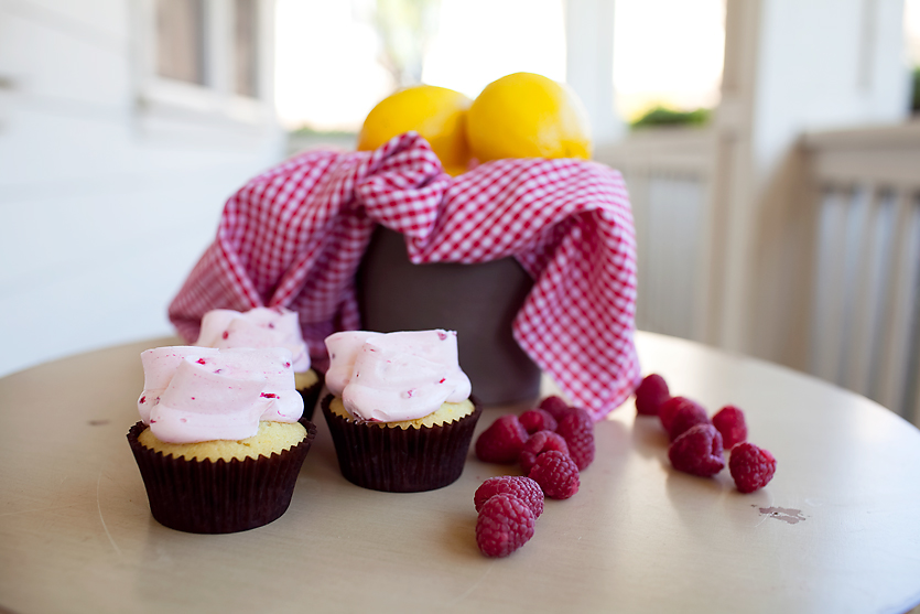 LEMON RAPSBERRY  lemon cupcake topped with fresh raspberry buttercream