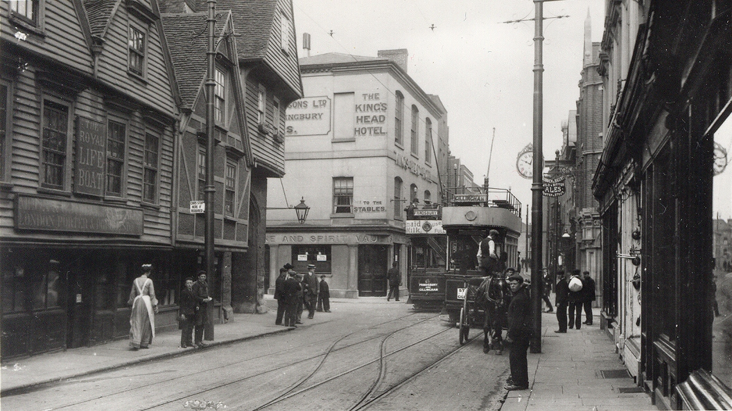 Trams in Rochester High Street