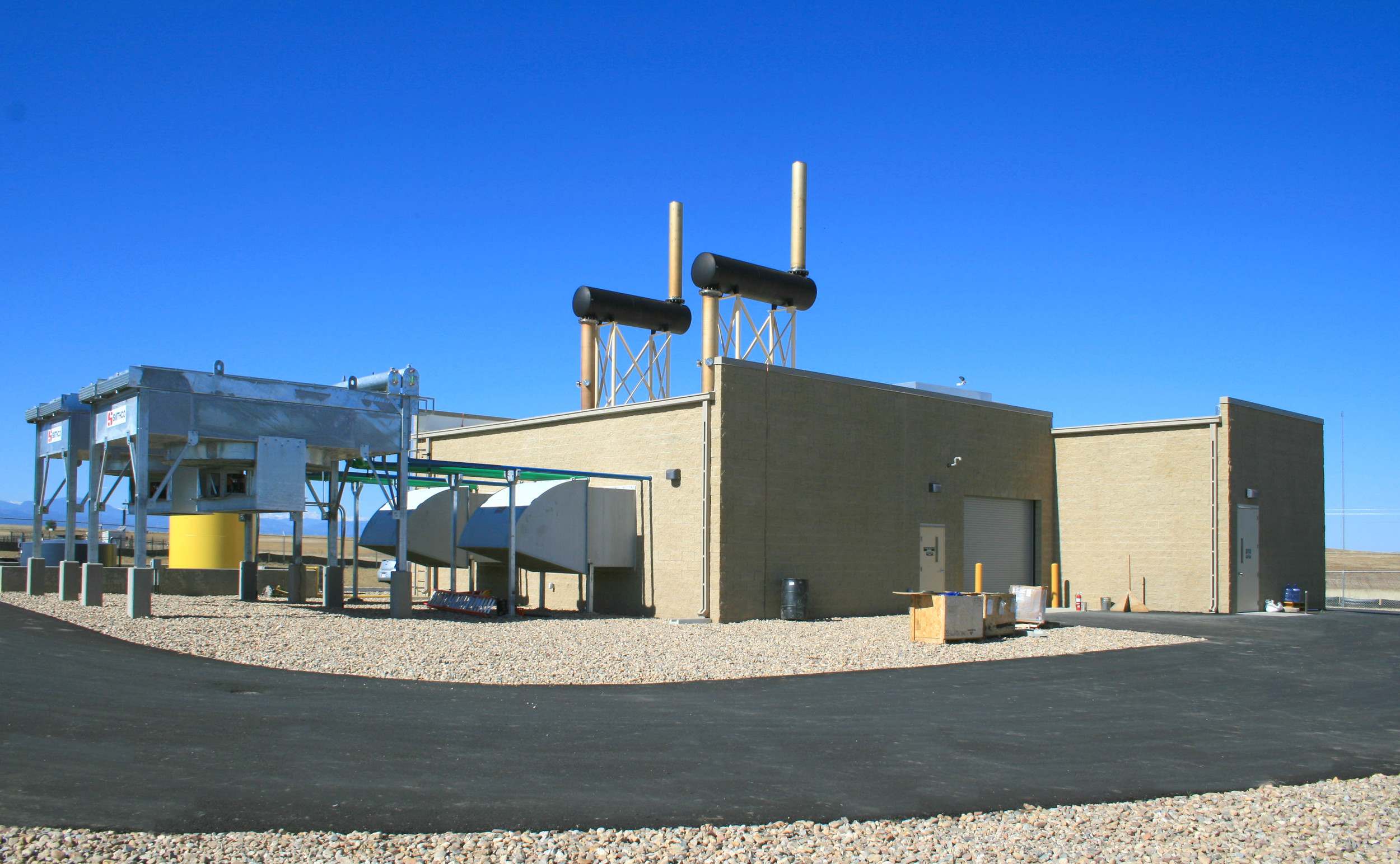 LES FRONT RANGE GENERATION FACILITY -  T he construction of a two-engine landfill gas-to-energy facility.  The 2,930 SF building is constructed with split face pigmented block.