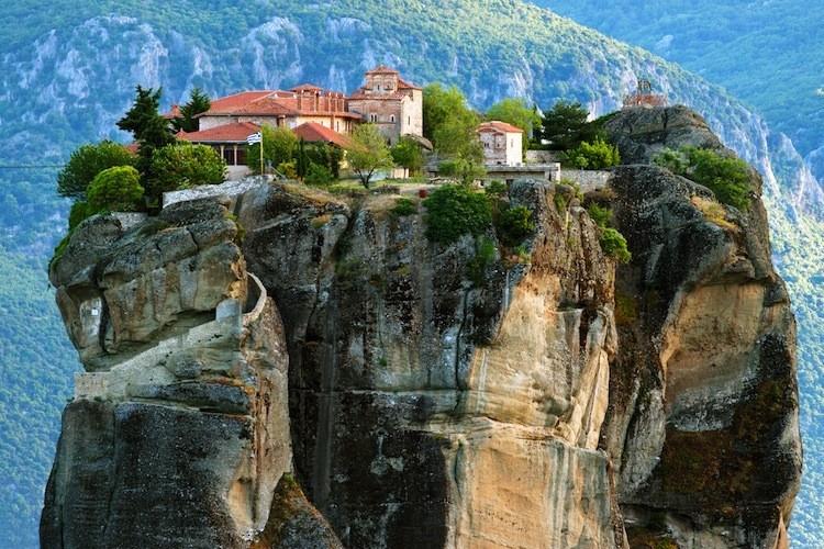 greece_meteora_monastery_5-750x500.jpg