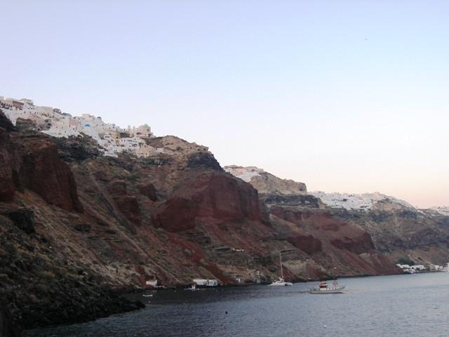 greece_santorini_cliffs.JPG-640x480.jpg