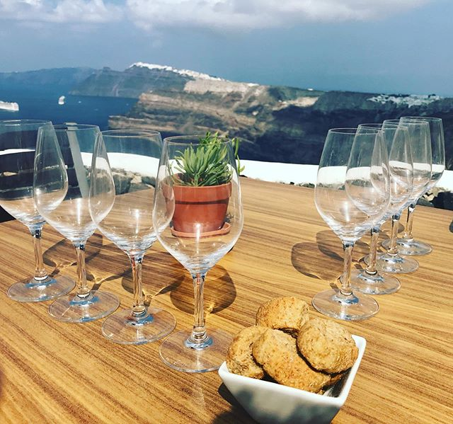 While in #Santorini pay a visit to @santo_wines for a view and some local wines #greece🇬🇷 #cyclades