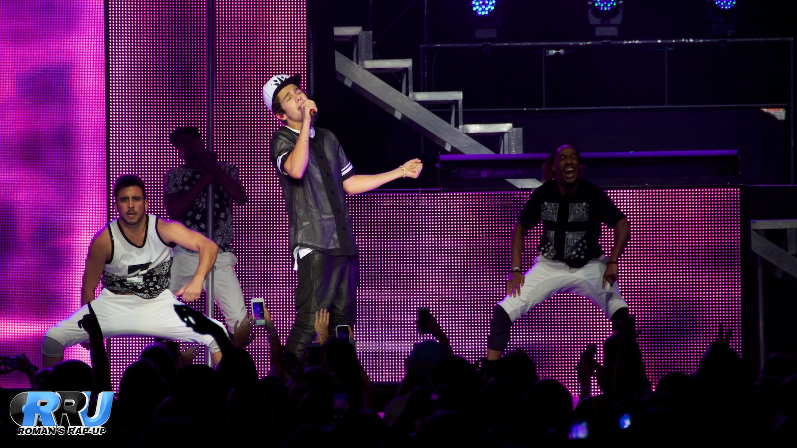Austin Mahone performing at the Blue Hills Bank Pavilion in Boston, MA, On August 17th, 2014 (Benjamin Esakof/Roman's Rap-Up).