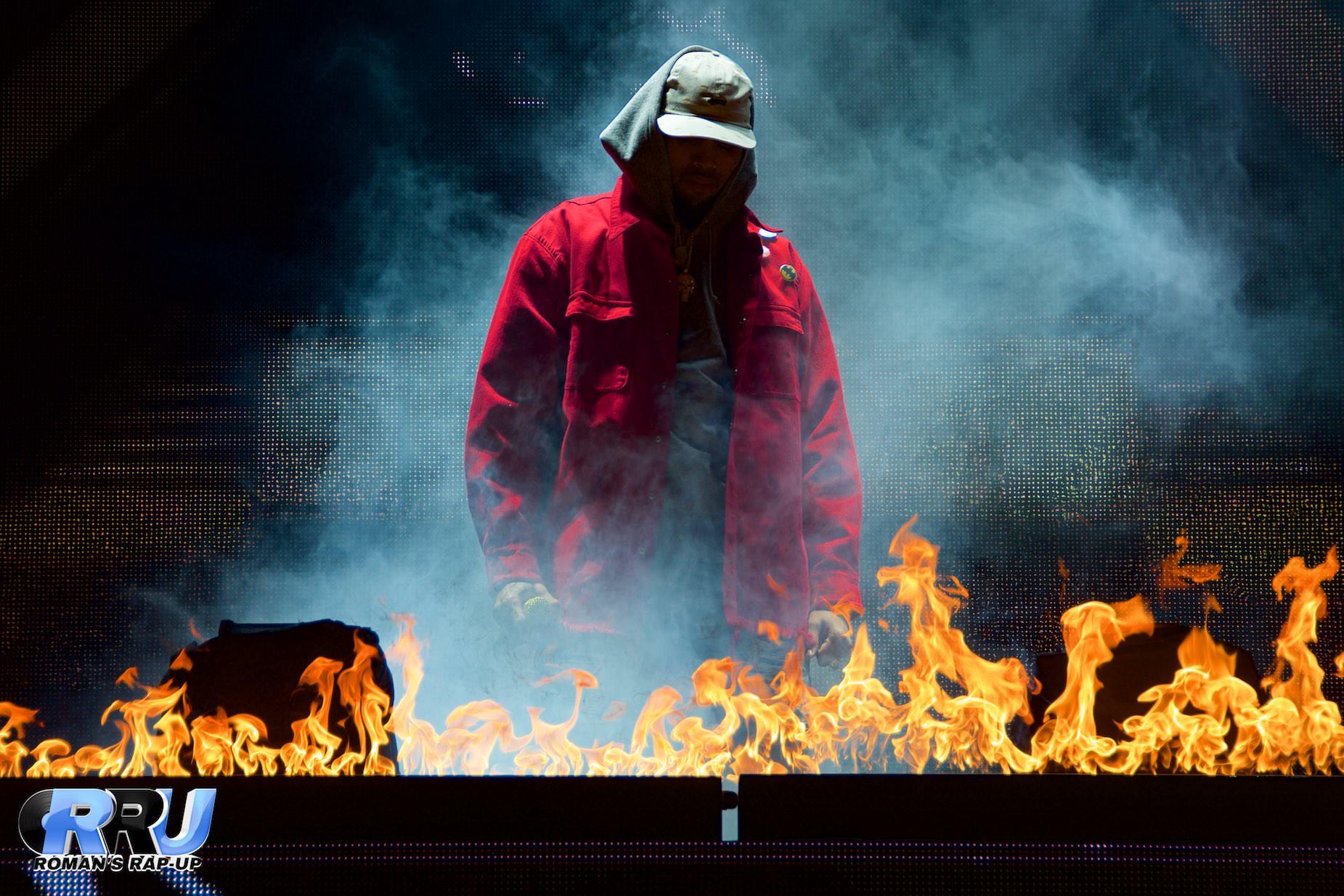 Chris Brown performing at the Xfinity Center on August 29th, 2015 (Benjamin Esakof/Roman's Rap-Up).