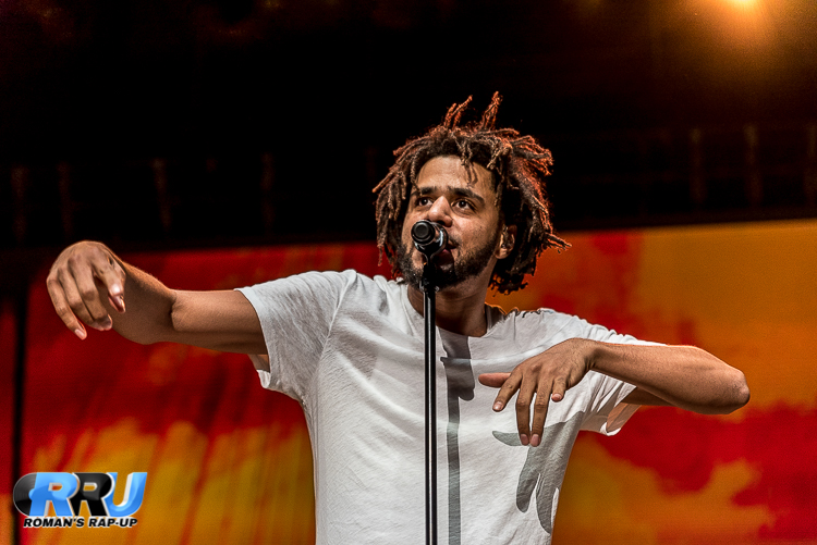 """J. Cole performs at the Billboard """"Hot 100"""" Music Fest on August 21st, 2016 (Benjamin Esakof)."""