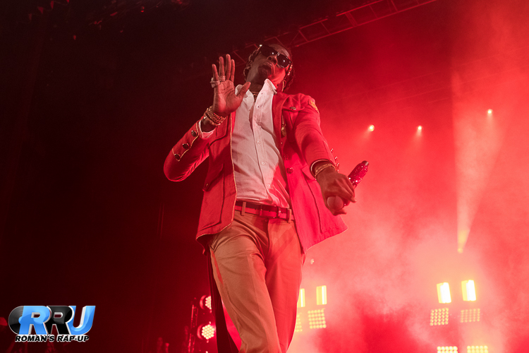 "Young Thug performing on the ""HIHORSE'D"" Tour at the Lowell Memorial Auditorium on November 11th, 2016 (Robert Jaczko/Roman's Rap-Up)."