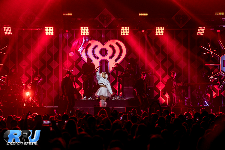 Ariana Jingle Ball_-16.jpg