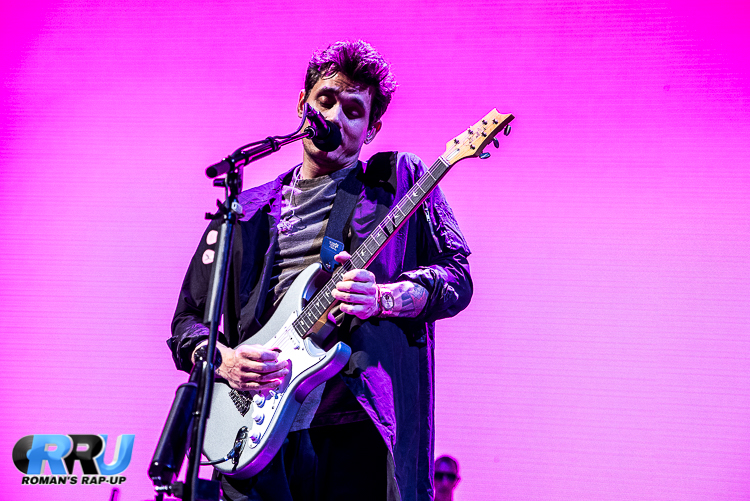 John Mayer performs at Boston's TD Garden on April 9th, 2017 (Benjamin Esakof/Roman's Rap-Up).