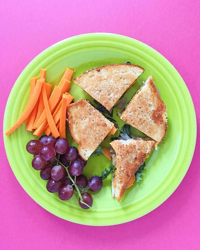 Howdy! For lunch I've got a sweet potato, caramelized onion and baby kale grilled cheese with carrot sticks and red grapes 🍇🥪🧀🥕 recipe inspired by @twopeasandpod⠀ .⠀⠀⠀⠀⠀⠀ .⠀⠀⠀⠀⠀⠀ .⠀⠀⠀⠀⠀⠀ .⠀⠀⠀⠀⠀⠀ .⠀⠀⠀⠀⠀⠀ #buzzfeedfood #cleaneating #dietitian #eattherainbow #eatyourveggies #f52grams #fitfoodie #foodblogger #healthyaperture #healthyrecipe #healthykids #huffposttaste #kitchn #myplate #nutrition #rdapproved #realfood #realsimple #superfood #tastingtable #tastyandclean #tastyandcleanideas #thenewhealthy #weightwatchers #wholefood ⠀⠀⠀⠀⠀⠀ ⠀⠀⠀⠀⠀⠀ #grapes #livelifefully #twopeasandtheirpod #grilledcheese #sweetpotatoes