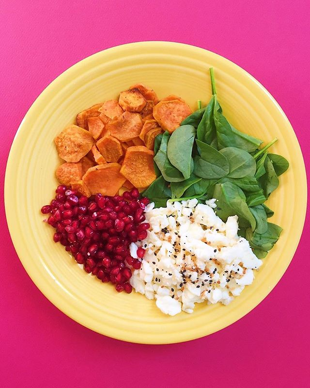 Greetings! This morning I've got roasted sweet potatoes, wilted baby spinach, scrambled egg whites topped with everything but the bagel seasoning from @traderjoes and pomegranate seeds 🙌🙌🙌🙌🙌🙌🙌⠀ .⠀⠀⠀⠀⠀ .⠀⠀⠀⠀⠀ .⠀⠀⠀⠀⠀ .⠀⠀⠀⠀⠀ .⠀⠀⠀⠀⠀ #buzzfeedfood #cleaneating #dietitian #eattherainbow #eatyourveggies #f52grams #fitfoodie #foodblogger #healthyaperture #healthyrecipe #healthykids #huffposttaste #kitchn #myplate #nutrition #rdapproved #realfood #realsimple #superfood #tastingtable #tastyandclean #tastyandcleanideas #thenewhealthy #weightwatchers #wholefood ⠀⠀⠀⠀⠀ ⠀⠀⠀⠀⠀ #spinach #livelifefully #pomegranate #eggwhites #breakfastlover