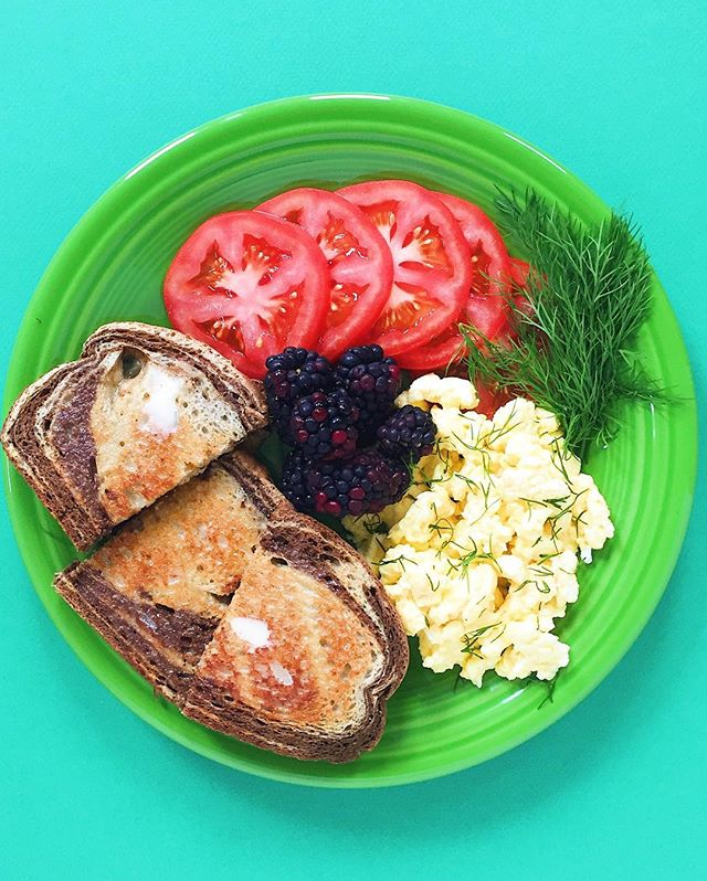 Breakfast is the best....not up for debate. 😉 scrambled eggs with fresh dill, sliced tomato, blackberries and marble rye toast. ⠀ .⠀ .⠀ .⠀ .⠀ .⠀ #cleaneats  #eattherainbow #eatclean #f52grams #fitfoodie #healthyaperture #healthyfood #healthymeal #kitchn #rdapproved #realfood #realsimple #superfood #tastyandcleanideas #thenewhealthy #weightwatchers #wholefood ⠀⠀⠀⠀⠀ ⠀⠀⠀⠀⠀ #breakfast #wwambassador #scrambledeggs #eggs #wwfreestyle #blackberries #tomato #marblerye #bread #toast #brunch