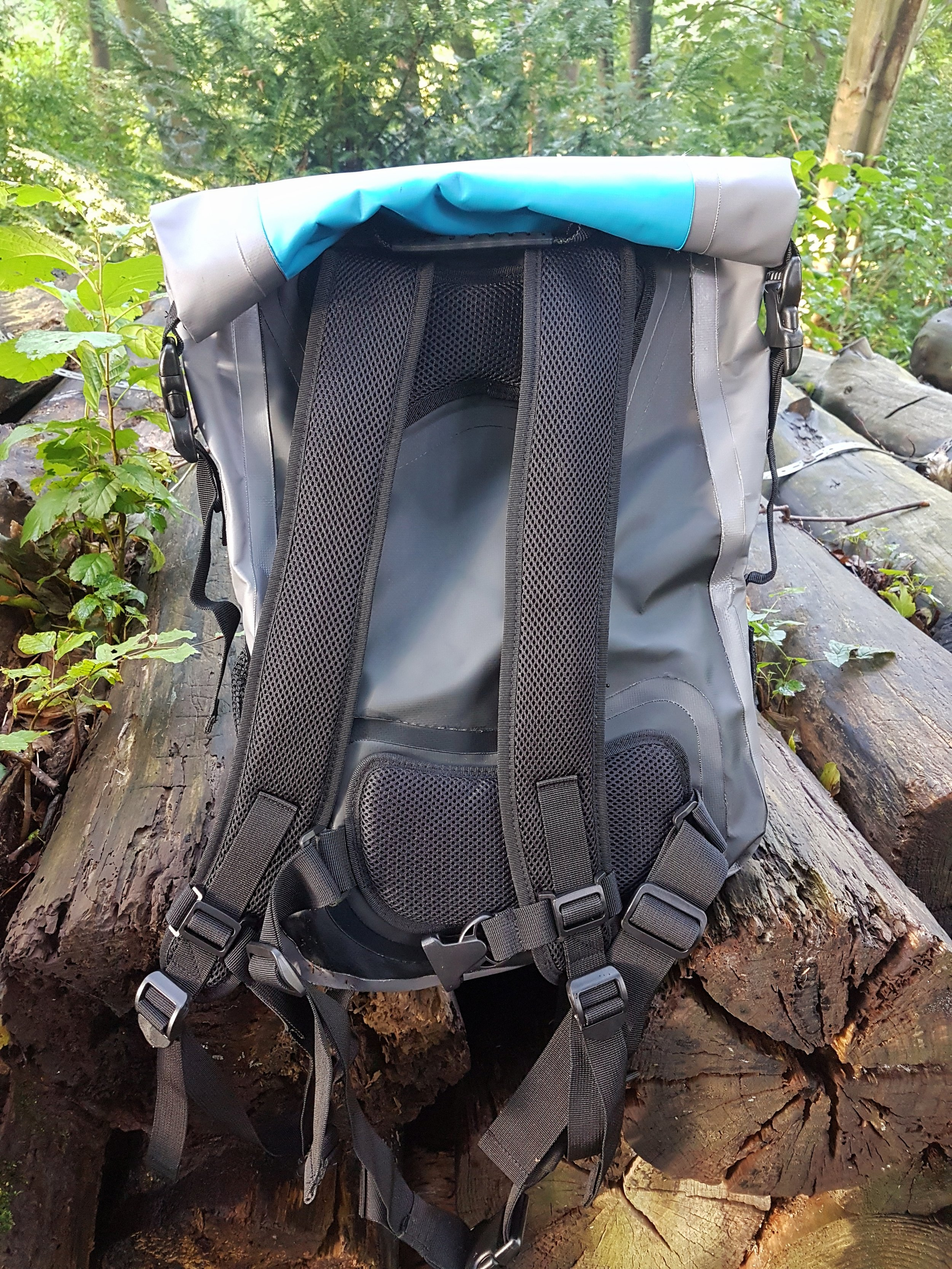 The  bag  has a roll down top with compression seals to allow movement to be kept to a minimum, inside the bag. The bag is comfortable to wear and the padded straps allow for a comfy feel at all times.