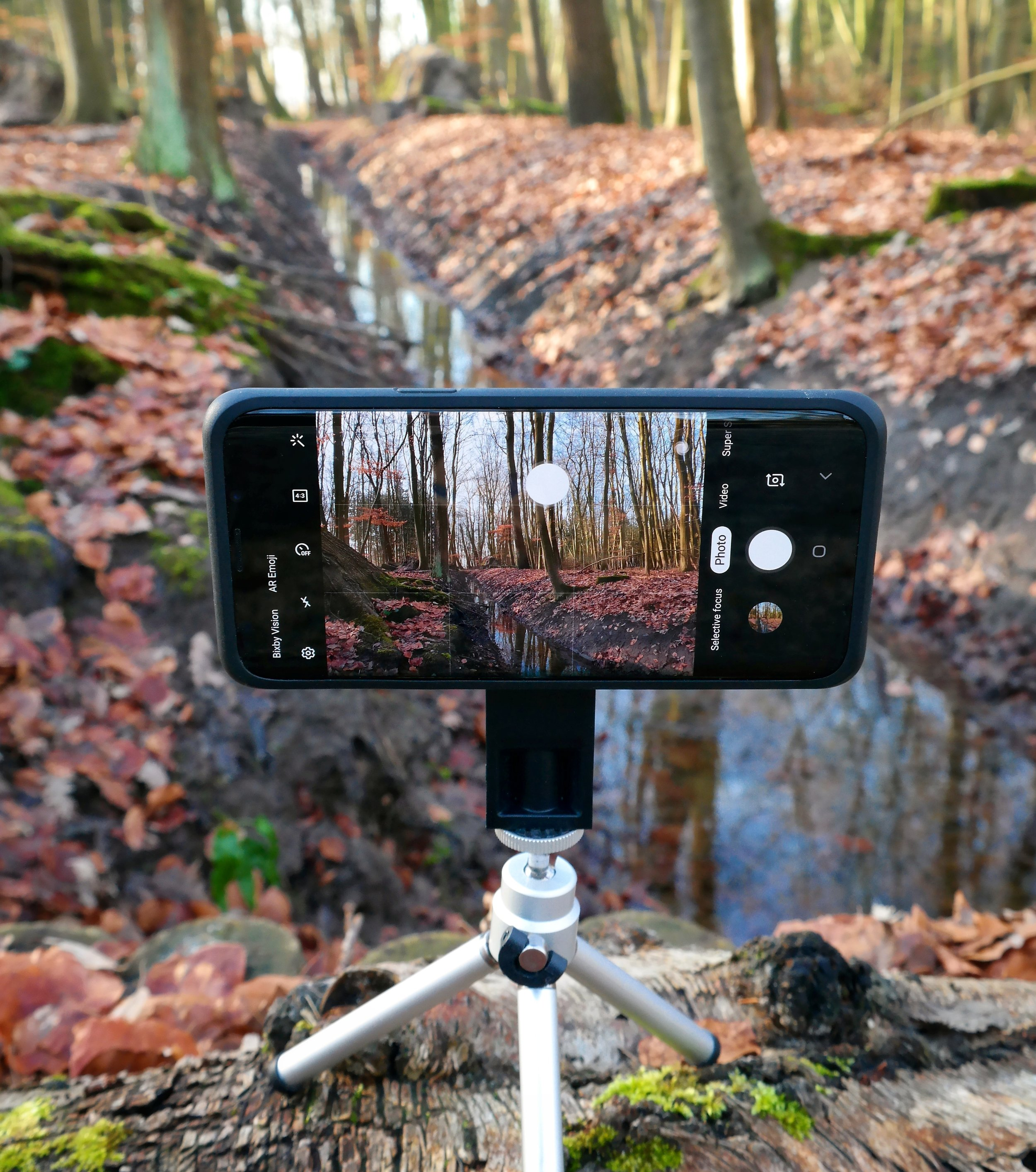 Close up of the Smartphone securely attached to the tripod.