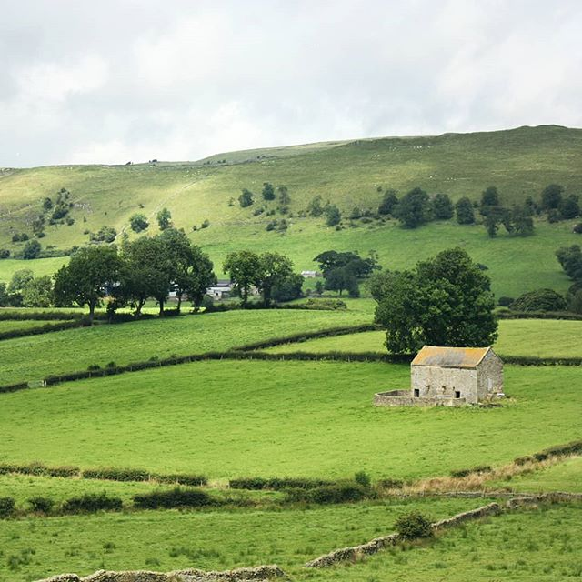 Looking forward to the long awaited summer holiday.  A visit home 🏠 to the UK and then off to some other exciting destinations.  #placestowanderandexplore #peakdistrict