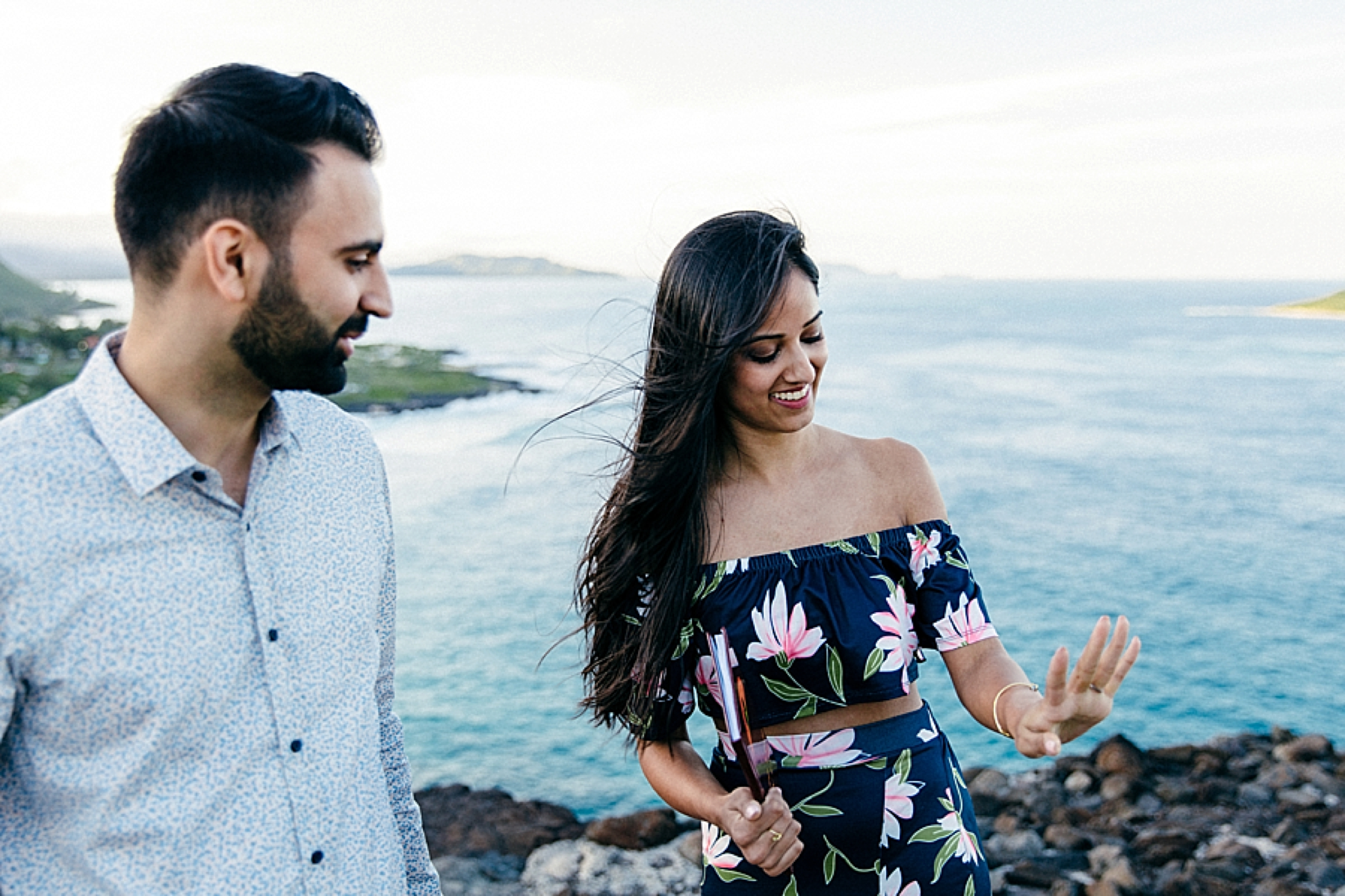 surprise-proposal-at-makapuu-beach-in-front-of-the-ocean-in-honolulu-hawaii-hidden-photographer_0009.jpg