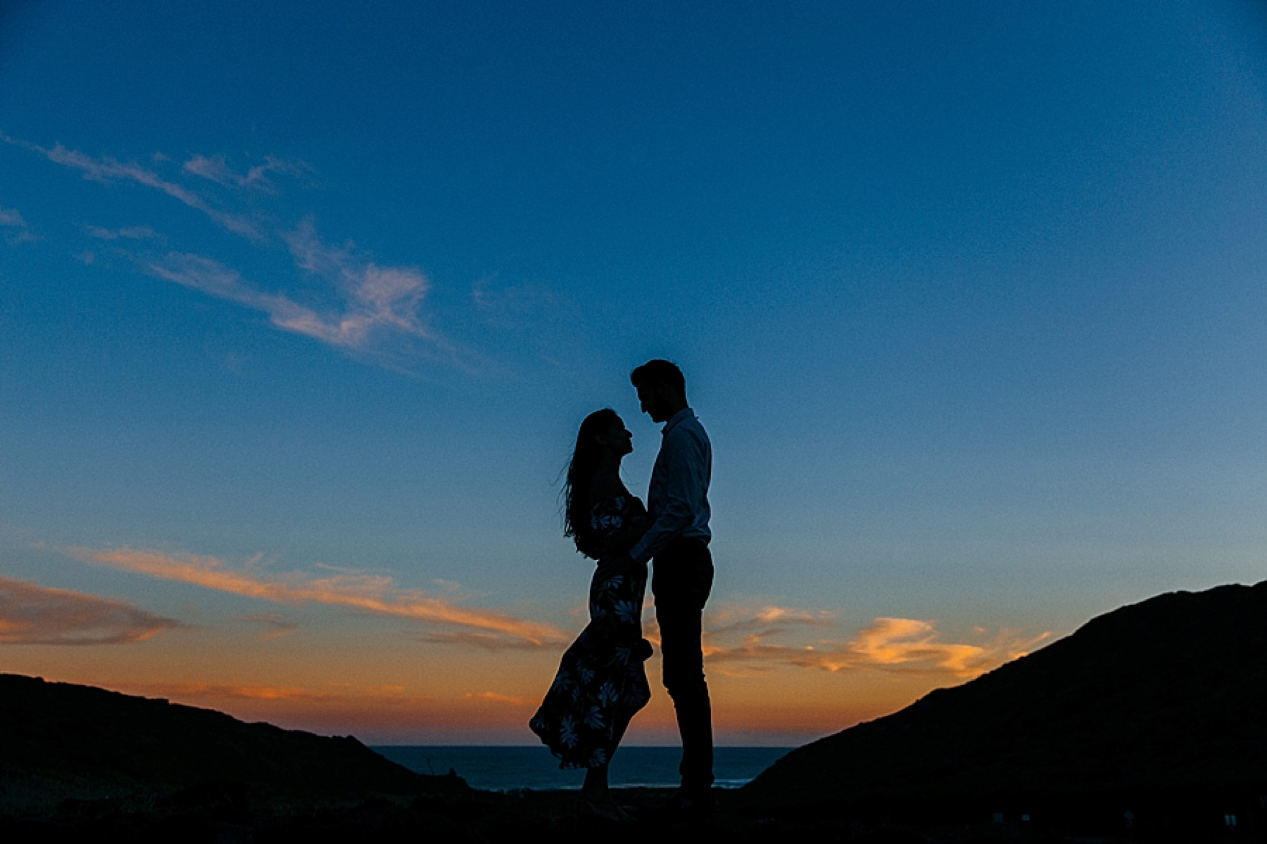 surprise-proposal-at-makapuu-beach-in-front-of-the-ocean-in-honolulu-hawaii-hidden-photographer_0022.jpg