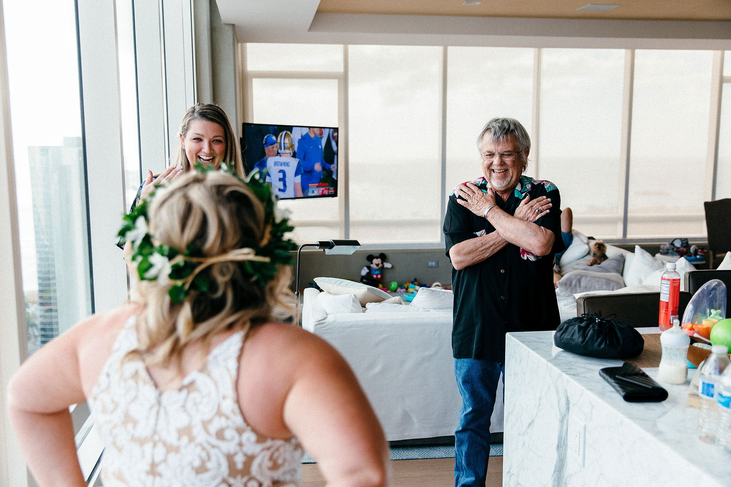 Dad sees daughter on her wedding day overlooking diamond head