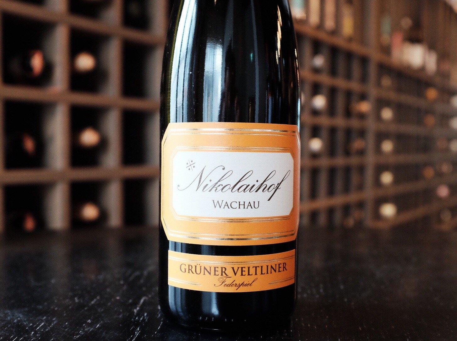 Nikolaihof  Im Weingebirge Federspiel Wachau Grüner Veltliner  2016 - Wachau, Austria  $31.90