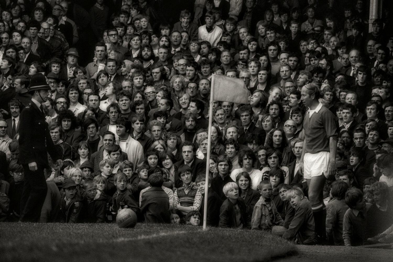 THE SATURDAY MAN  Bobby Charlton : Wolverhampton Wanderers v Manchester United : Saturday October 3 1970