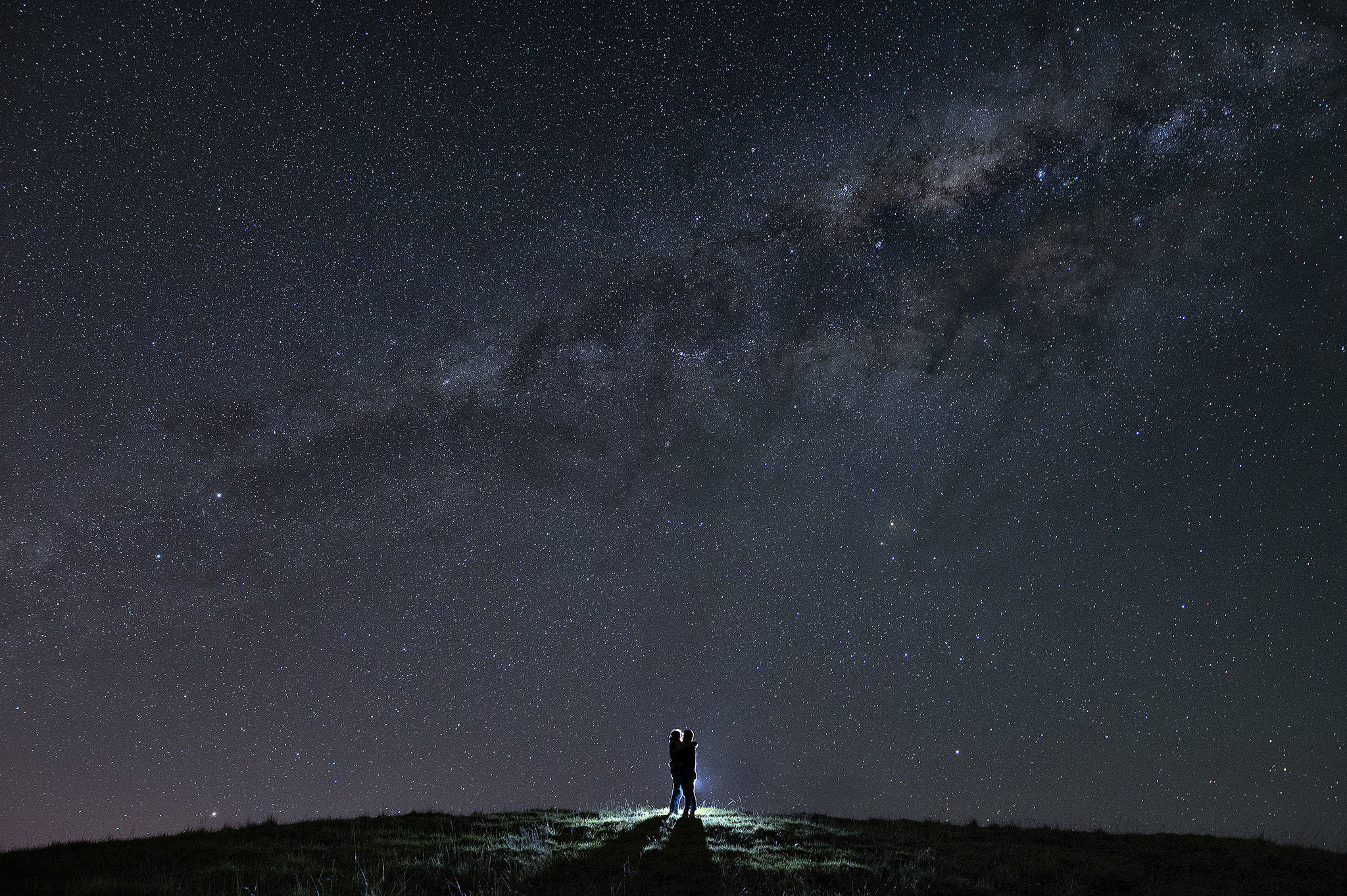 42 auckland wedding photography couple under milky way stars.JPG