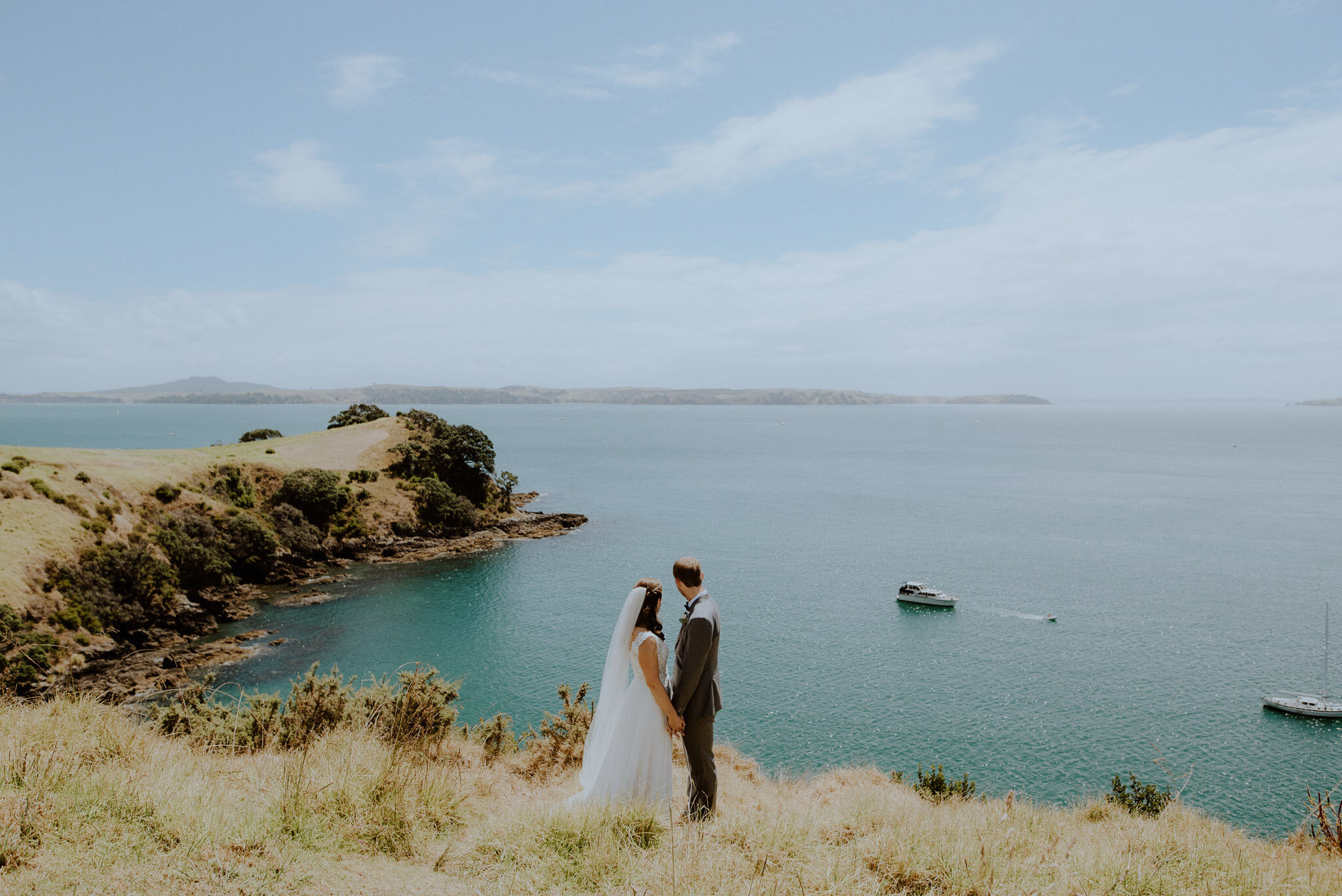 Wedding photos clifftop spot with view of ocean