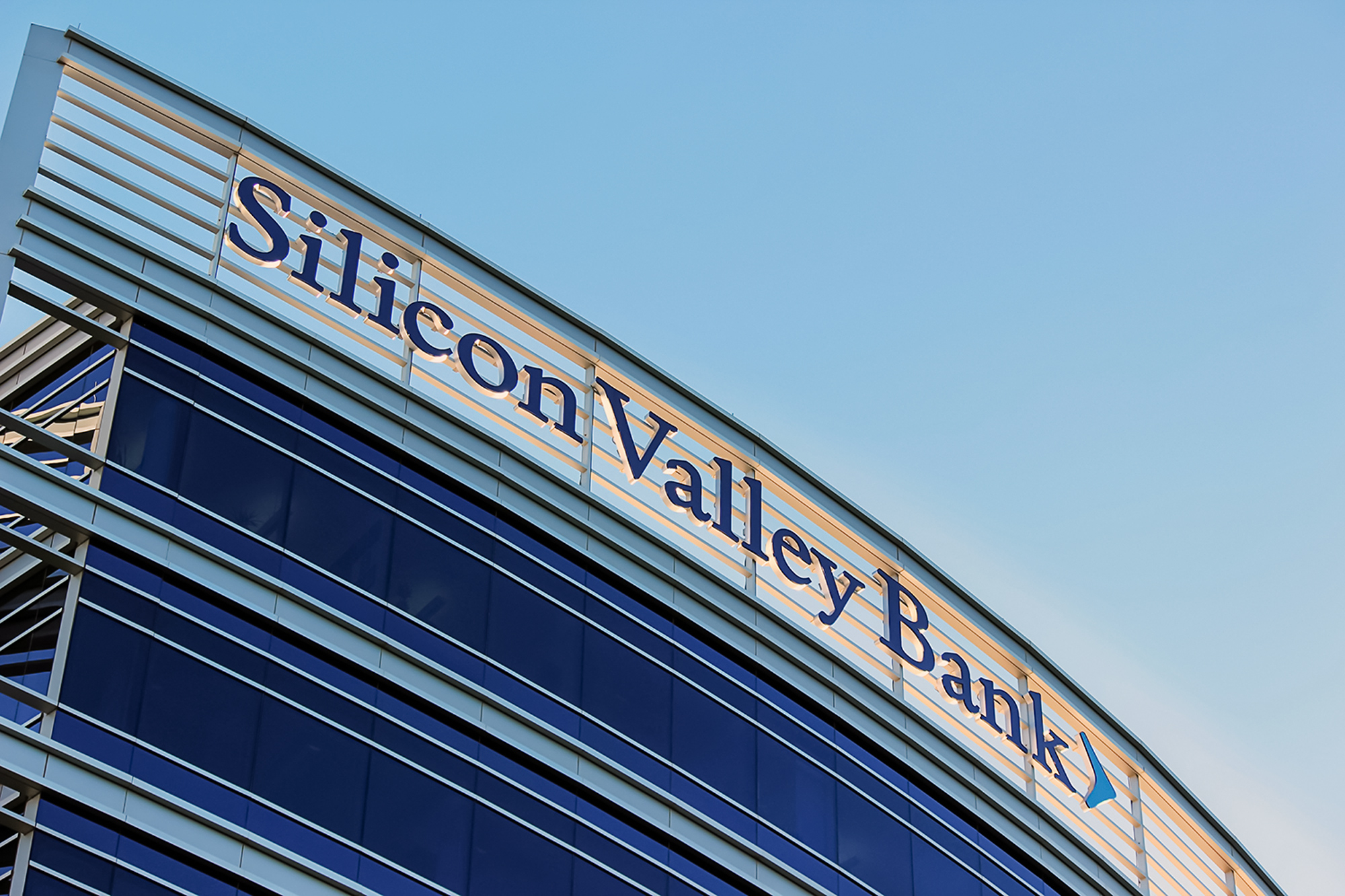 The Silicon Valley Bank illuminated building top letterset is installed on two elevations of the mid rise building.