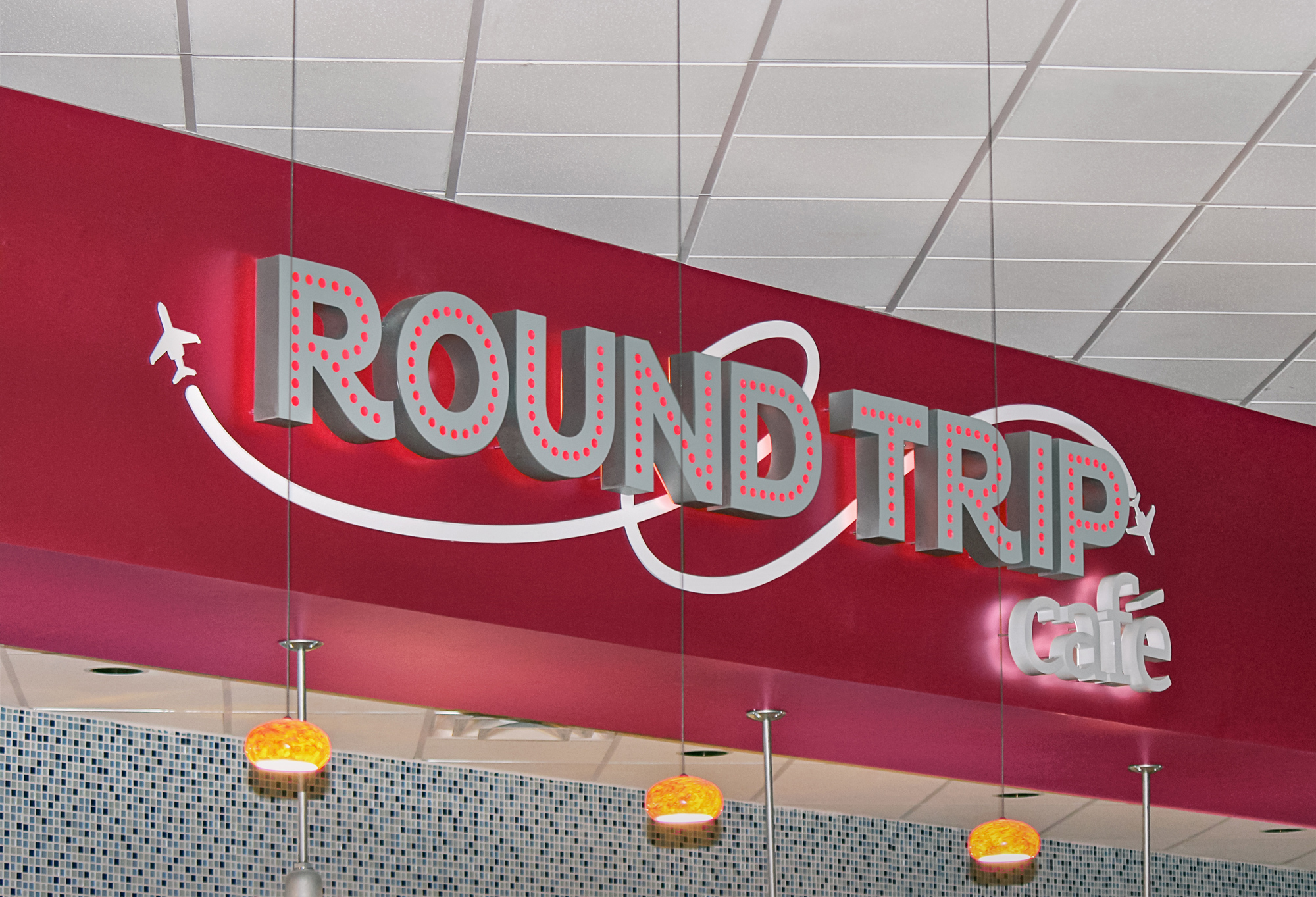 The Round Trip cafésign attracting hungry gamers.