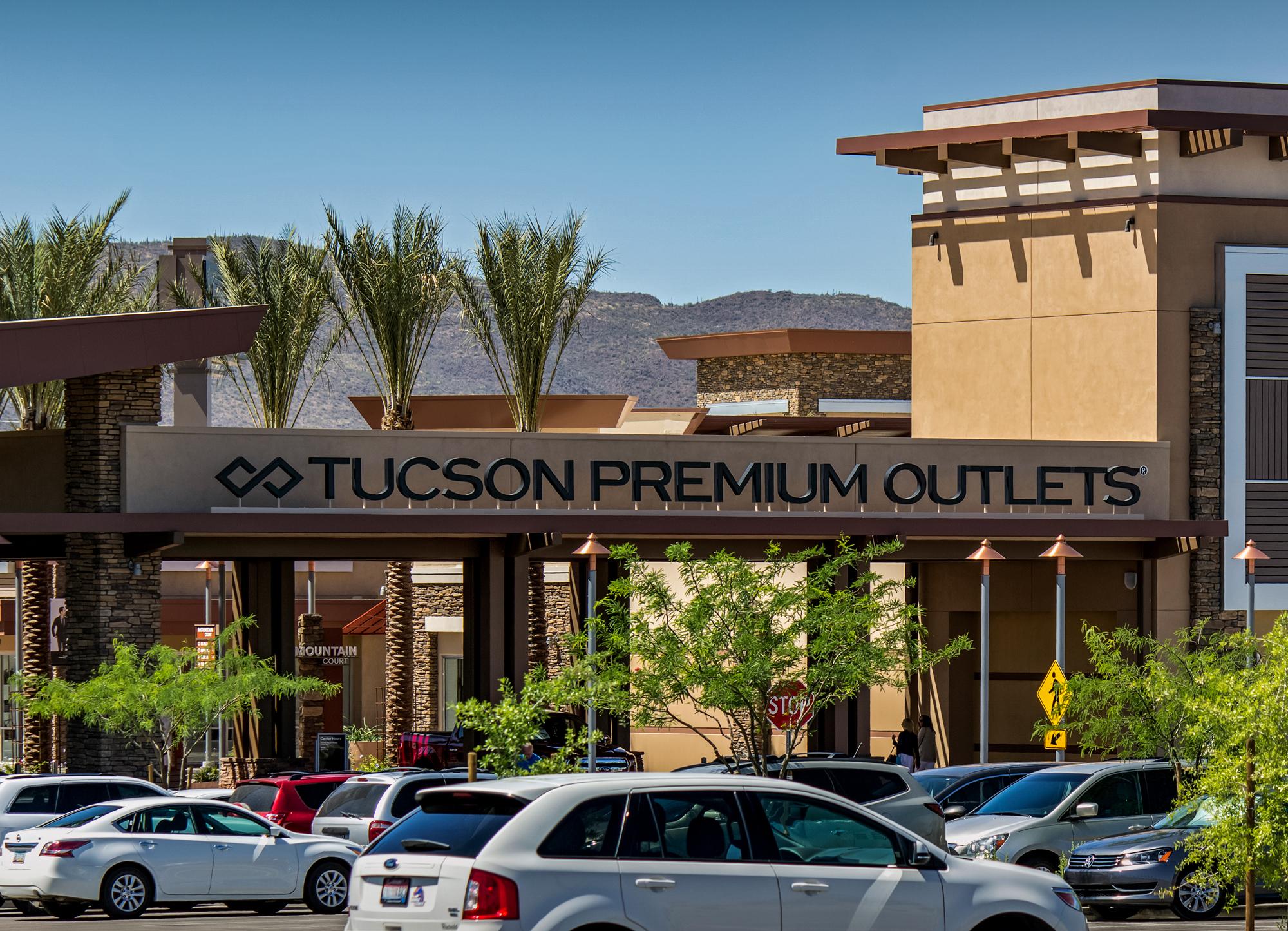 Tucson Premium Outlets Entry Sign